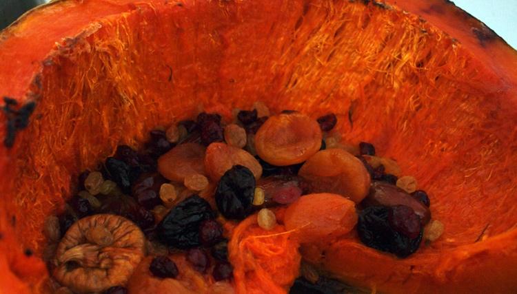 Печена тиква със сушени плодове