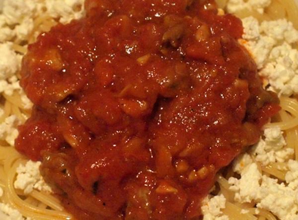 Спагети със свинско кълцано