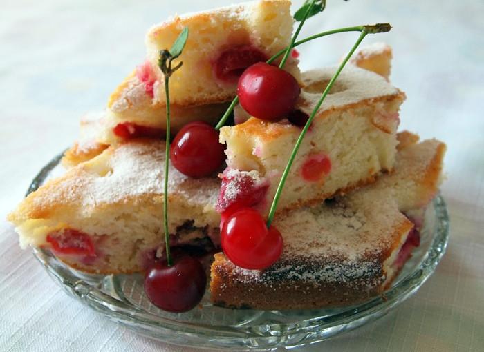 Сладкиш с вишни