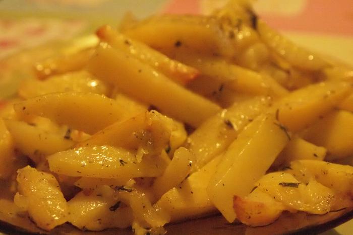 Картофи с подправки на фурна
