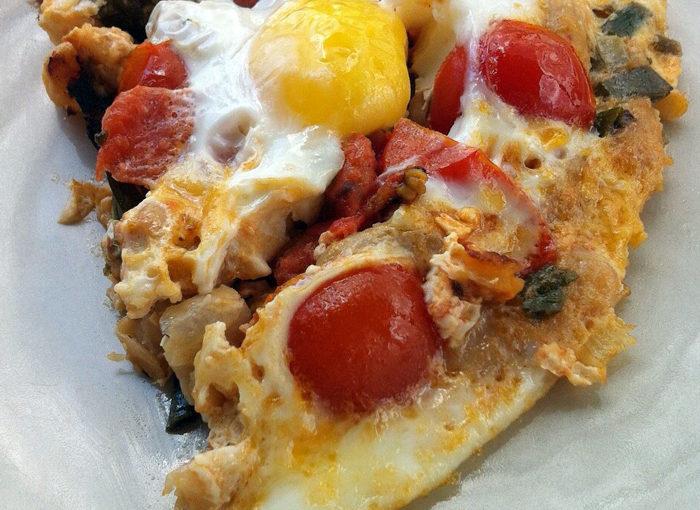 Печен боб с яйца на тиган