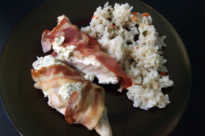 Пилешки филенца с крема сирене и бекон на фурна