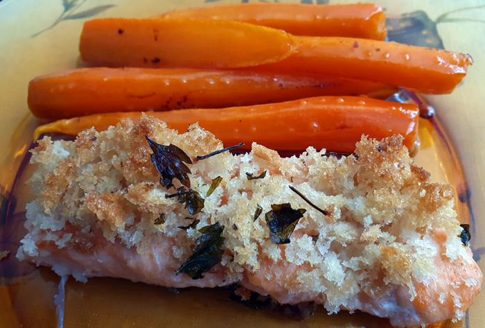 Сьомга с хрупкава коричка и карамелизирани моркови