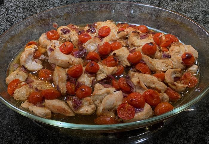 Пиле с боб и чери домати