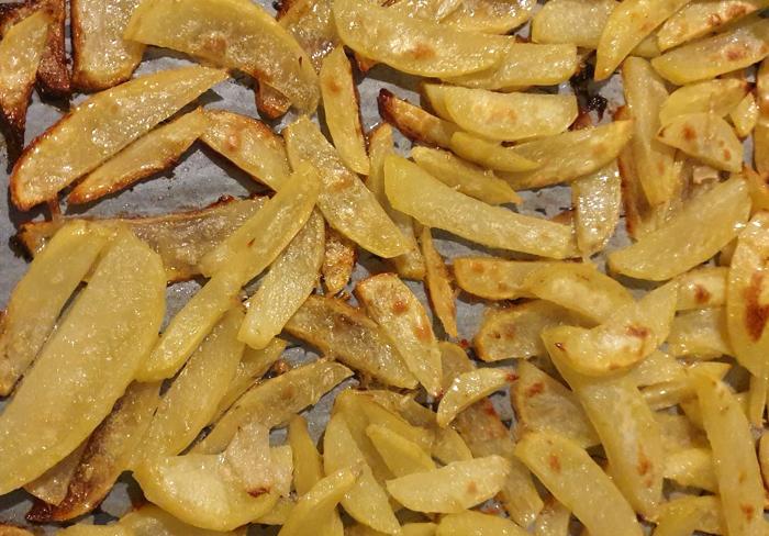 Печени картофи с лук на фурна
